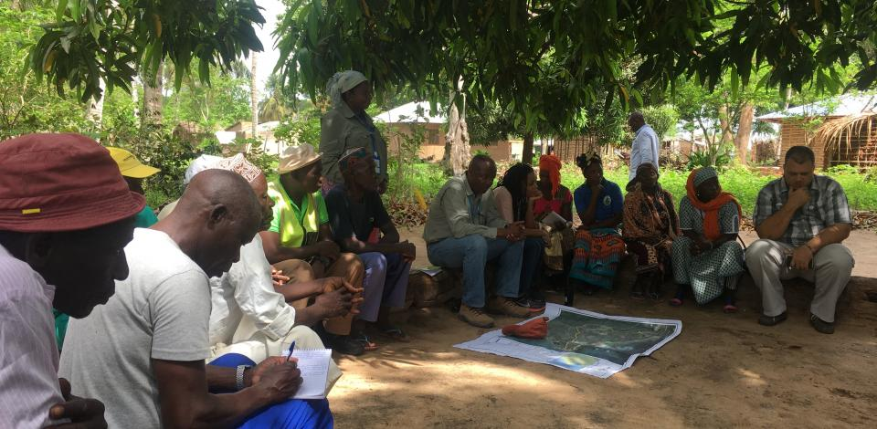 In discussion with Senga Community Resettlement Committee